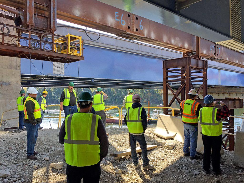 Excursion et visite de chantier pour des employés de Canam